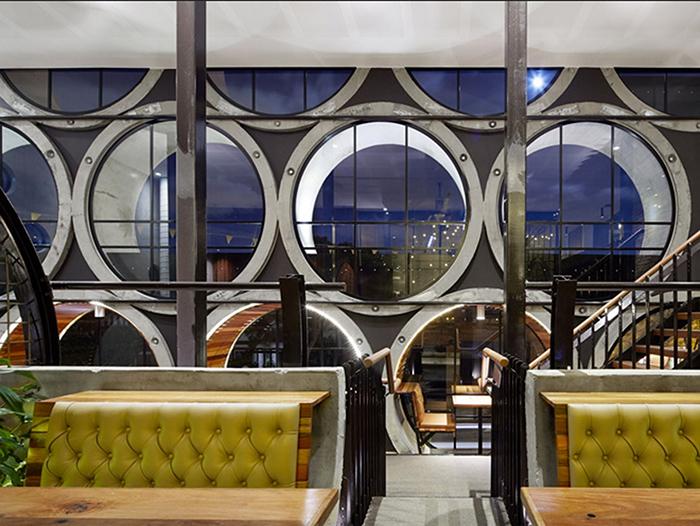 Новый бар «Prahran Hotel» из труб