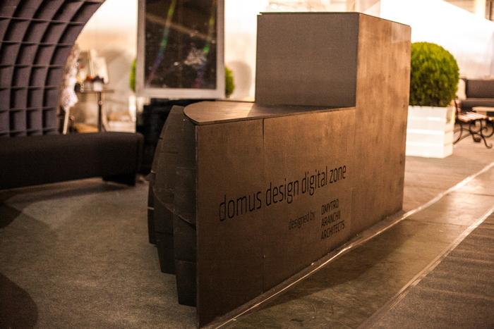 2-nestandartnyj-vystavochnyj-stend-ot-domus-design