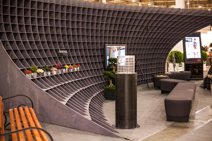 5-nestandartnyj-vystavochnyj-stend-ot-domus-design