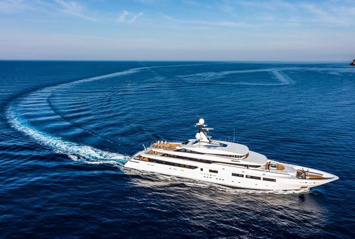 Вода и космос: дизайн яхты с восточным акцентом
