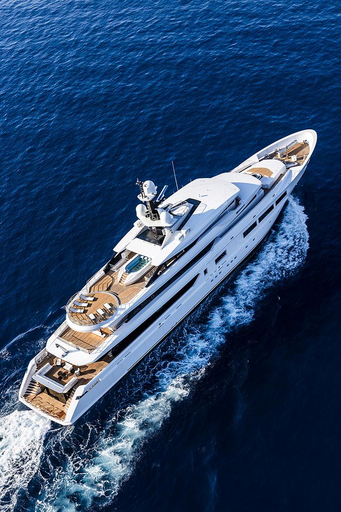 Вода и космос: дизайн яхты с легким восточным акцентом
