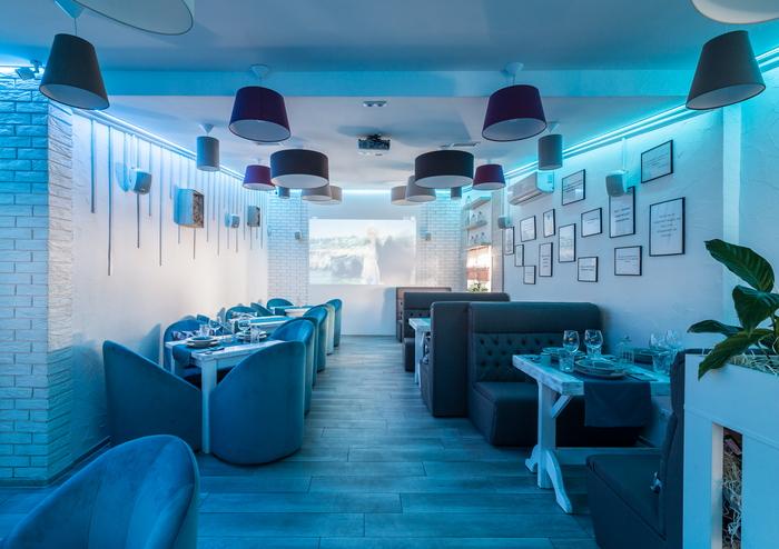 Интерьер ресторана в Киеве: белый, серый, голубой….