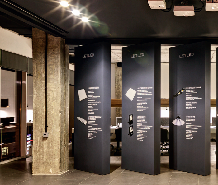 Интерьер офиса  от дизайн-студии «ZOOI»:  диктатура цвета