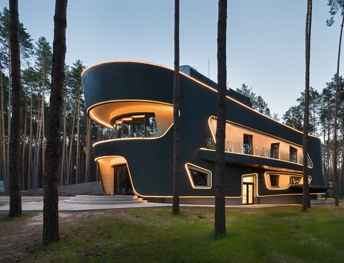 Комплекс зданий для IT-специалистов: металл, дерево, стекло